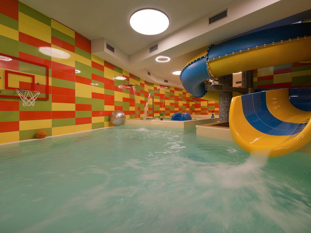Area wellness baita montana spa resort livigno - Livigno hotel con piscina ...